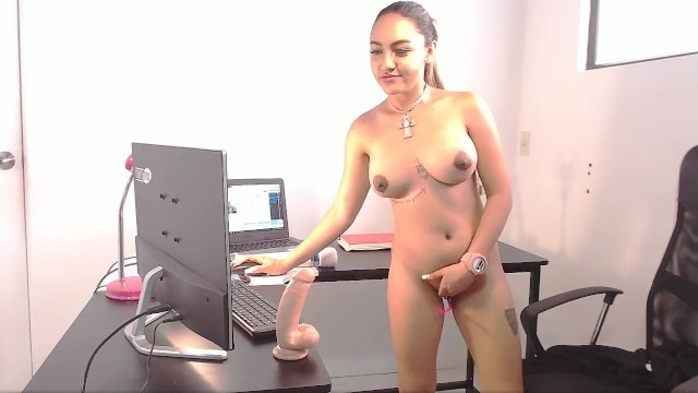 Penis large resord - Recording on camera while working with a large rubber dick