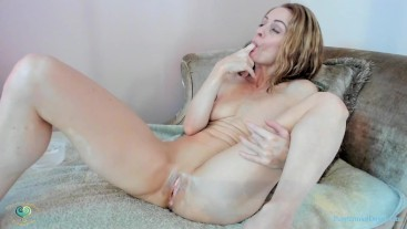 PeppermintDusty: Peppermint Masturbating, Squirting, Licking Creamy Fingers