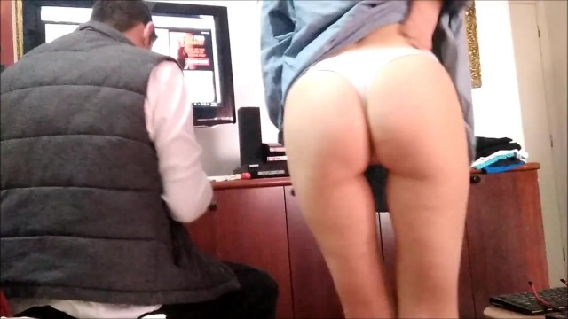 Wife voyeur story - Real wife seduce technician flashing ass - voyeur amateur milf