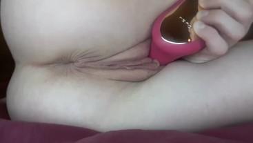 Amateur model Tracy Naghavi masturbates with lelo vibrator: close up video.