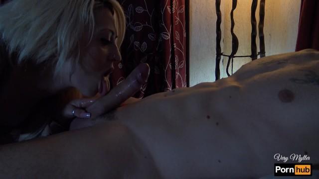 orgasmo rovinato sborra pulsante sulla lingua 4K 14