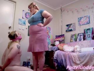 Making a sniff bbw gas under skirt...