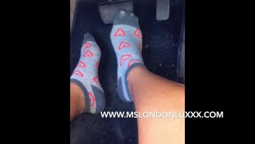 Pedal pumping Queen (barefoot and socks)