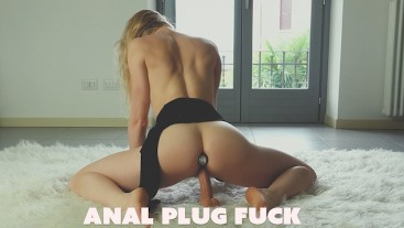 Anal Plug In A Beautiful ASS!