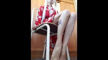 Хочешь, я ножками поиграю с тобой?