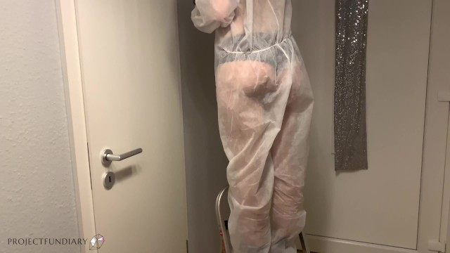 neighbor takes advantage of the housewife - gives her huge cumshot 2