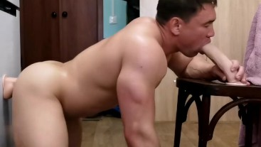 Bodybuilder fucked by two dildos anal&blowjob