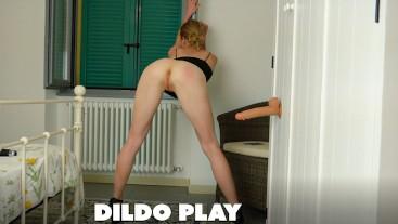 Amateur blonde teen dildo play