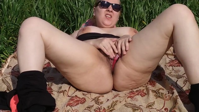 Tourist blonde girl maturbate her pussy to real orgasm in the grass field 2