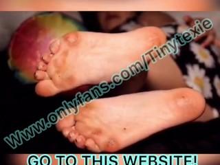 Tiny Texie Feet play sexy