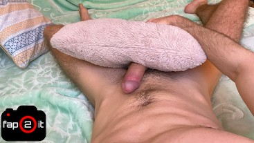 Guy Humping Pillow While Moaning - Cum No Hands - 4K