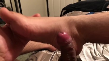 Small dick chub gives himself footjob