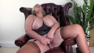 Nasty British Big Tit Mature Fucks herself with Glass Dildo.