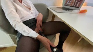 fully clothed amateur milf masturbates to bbc gangbang porn and gets fucked