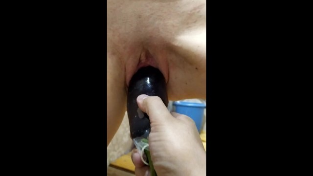 Veggie sex toys Wifes orgasm from favorit veggie. insertion eggpants in her pussy.