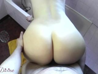 Il baise ma salle de bain ass amateur...