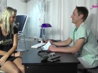 Blondine Anna Beim Frauenarzt vom Doctor pervers gefickt