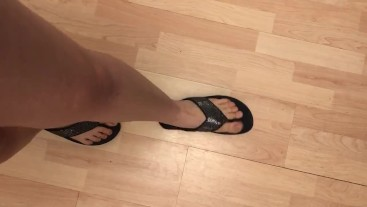 I love the way My feet sound in My flip flops!