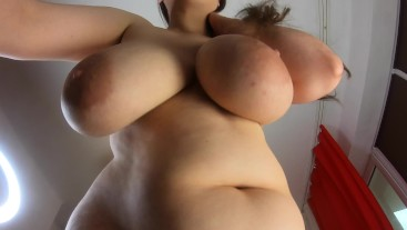 Big Boobs bouncing view from below