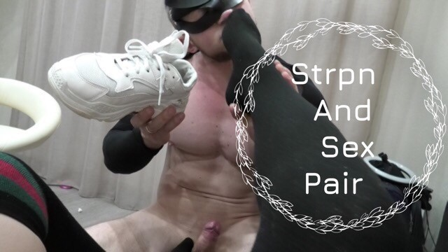 Natural vaginal odor Smell my feet and masturbate