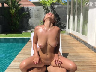 sexy babe in oil lolly_lips fucked guy near pool