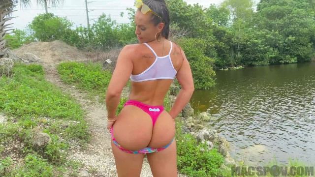 Tit popt out Fucking kelsi monroe out in the swamp of the everglades for facial