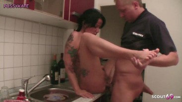 Sohn fickt seine Stiefmutter in der Küche wenn Papa arbeiten ist