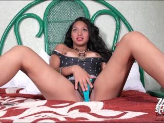Teen tiara on webcam stripping...