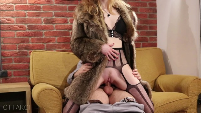 Vintage electric frying pan Intence vintage style sex with sexy chick in luxury fur coat - otta koi