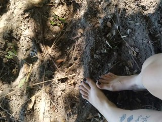 Dirty toes rubbing in the dirt