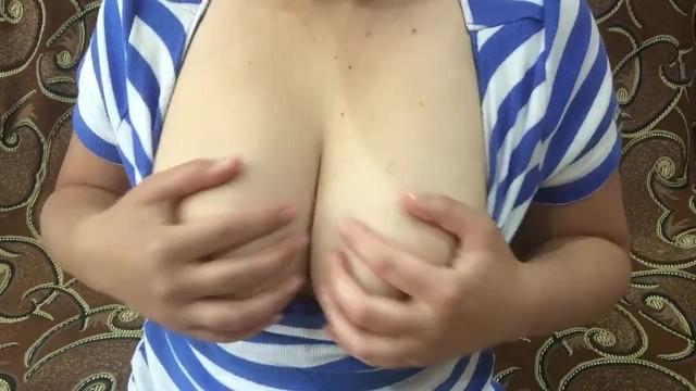 Милана показала груди 6