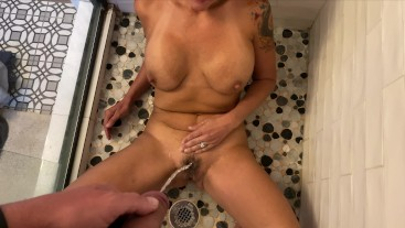 Gave MILF Golden Shower while House Sitting for Friends