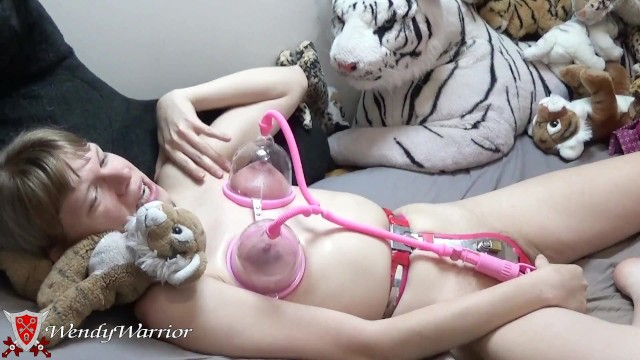 Electric vs manual breast pumps Pump these breasts up