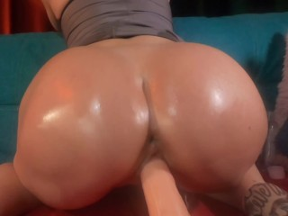 Blondy doggystyle fucking oiled pussy. Big ass close