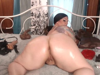 Oiled ass camshow...