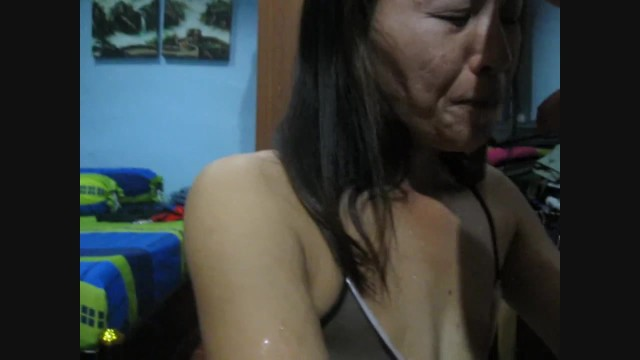 Europeen mature Homemade thai girl likes and enjoys european piss