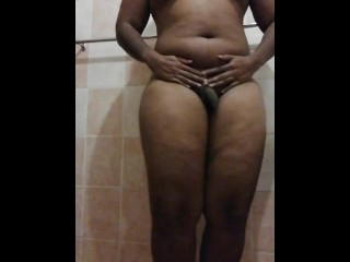 Thick wiggling jiggling and vibrating her phat ass...