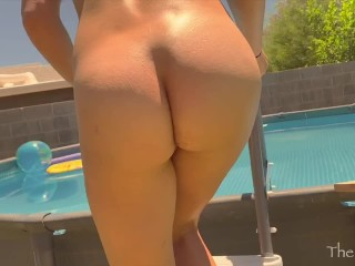 Hot Couple Fucking In The Pool I Think The Neighbors Saw