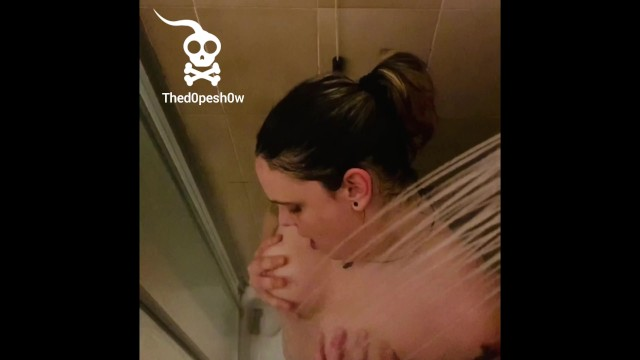 youg gilr show herself in a nasty shower 9