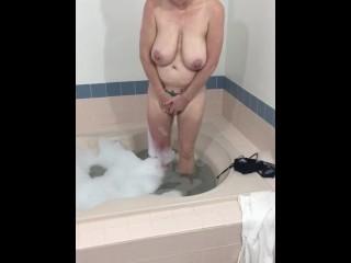 Bathtub Fun! Great orgasm!
