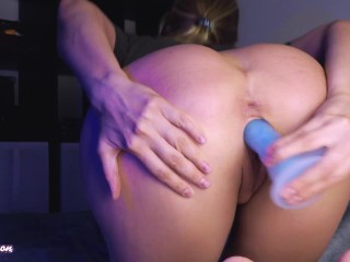 Vikki's with round ass fucking herself