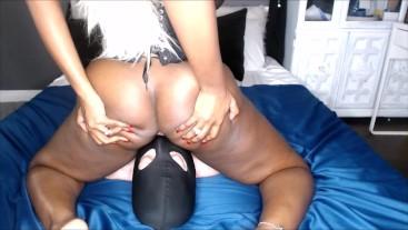 Ebony Dominatrix Mistress Xienna Moreau Rides Slaves Face
