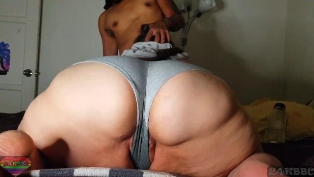 Scrumtious bbw Making my bbw neighbor soak her panties
