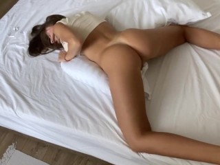 BIG BOOTY HUMPING PILLOW MAKES A LOUD ORGASM – DELUXEGIRL