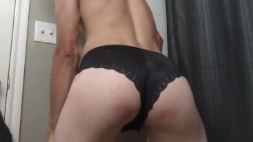 Pantyboy shaking bubble butt