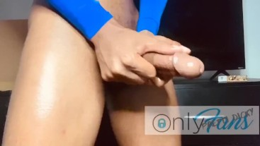 THE MOST UNIQUE SELF GIVIN HANDJOB ON THE INTERNET! I NEVER SEEN ANYONE STROKE DICK LIKE THAT!