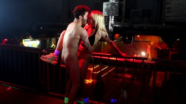 Live sex at Club Party Berlin public blowjob pussy licking and squirting dance techno fuck