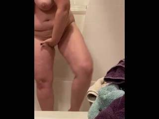 LauraSquirts is Smoking and Pussy Preparation  for you