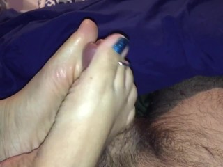 Giving the young horny handjob until he explodes...