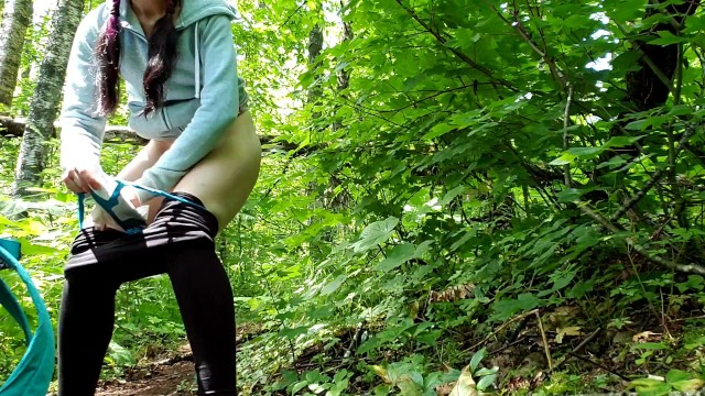 Oral sex and menstrual flow Smoking hiker puts on a menstrual pad